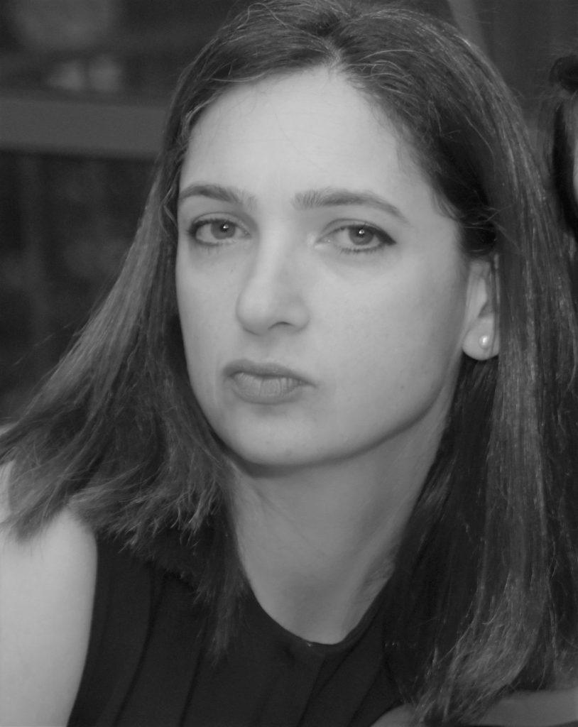 דנה לוקר